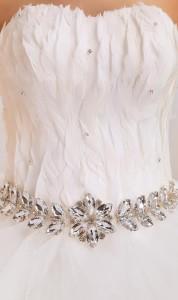 платье корсет из перьев